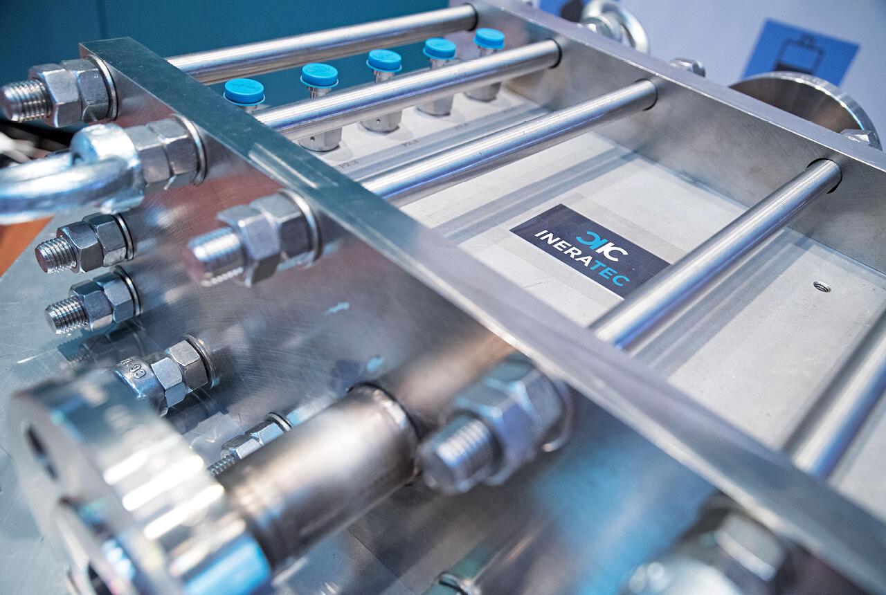Die Chemiereaktoren von INERATEC wandeln beispielsweise CO2 oder Wasser in energiereiche Gase um oder speichern Energie in flüssiger Form.